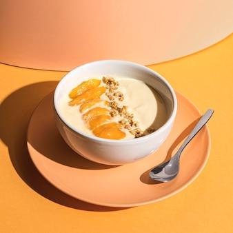 Koncepcja pyszne jogurt na talerzu