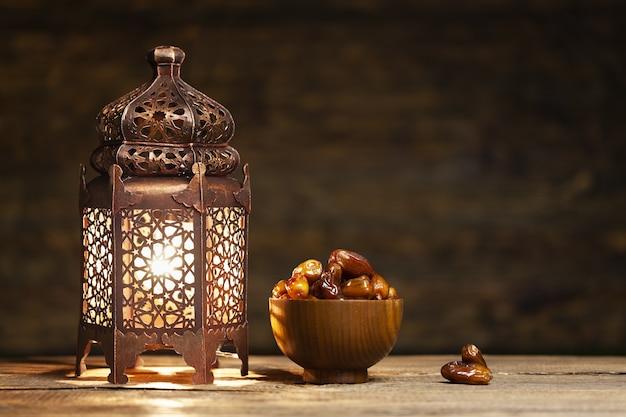 Koncepcja ramadanu. daty na pierwszym planie
