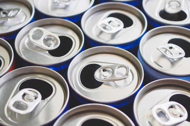 Koncepcja recyklingu puszek aluminiowych napojów
