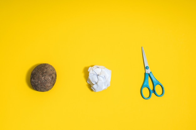 Koncepcja rock, papier, nożyczki. wybór, podejmowanie decyzji.