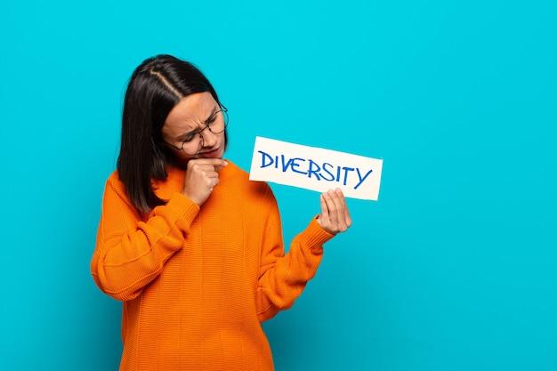 Koncepcja różnorodności młoda kobieta łacińska