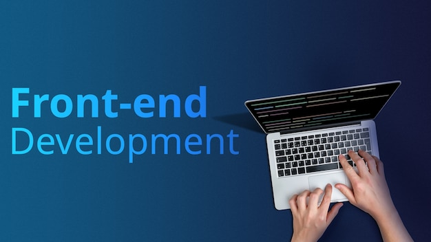 Koncepcja rozwoju front-endu z osobą i laptopem.