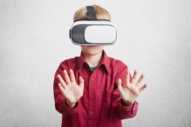 Koncepcja rzeczywistości rozszerzonej, dzieci i rozrywki.