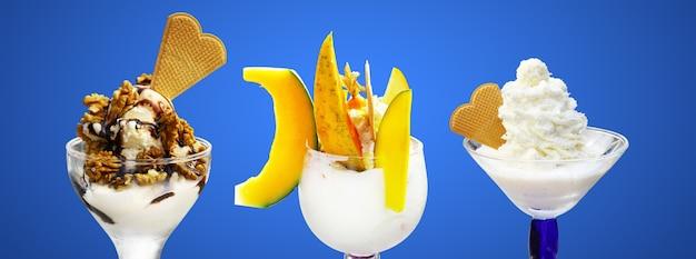 Koncepcja słodki deser. mrożony jogurt lub lody miękkie.