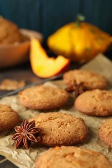 Koncepcja smaczne jedzenie z ciasteczkami dyni, z bliska.