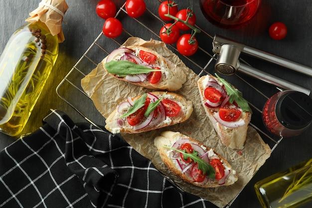 Koncepcja smacznego jedzenia z przekąskami bruschetta