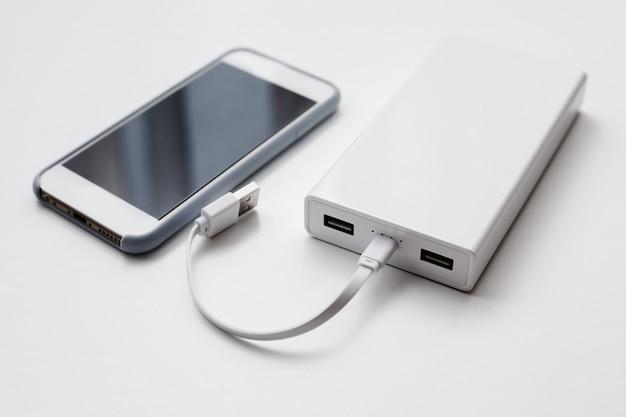 Koncepcja smartfona i power banku