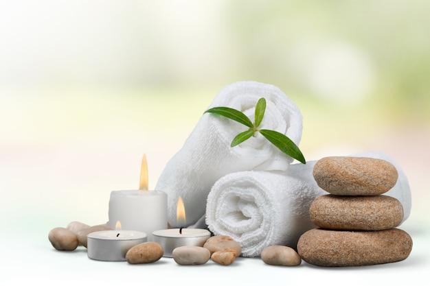 Koncepcja spa z kamieniami bazaltowymi zen i ręcznikami
