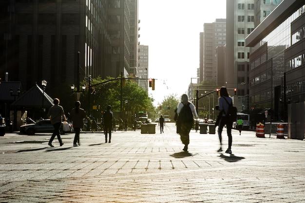 Koncepcja spisu sfotografowana w kompozycji miejskiej