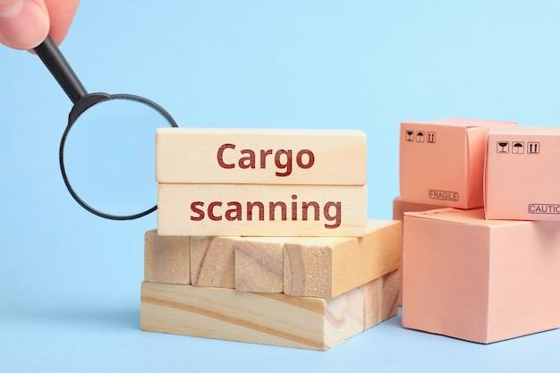 Koncepcja sprawdzania i skanowania ładunku podczas transportu.