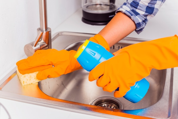 Koncepcja sprzątania z produktów czyszczących