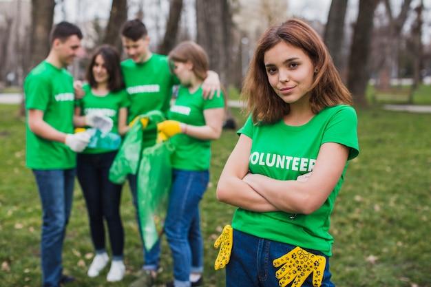 Koncepcja środowiska i wolontariatu z grupą osób