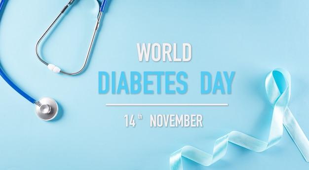 Koncepcja świadomości światowego dnia cukrzycy, stetoskop z niebieską wstążką.