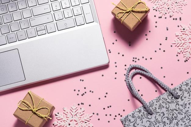 Koncepcja świątecznych zakupów online.