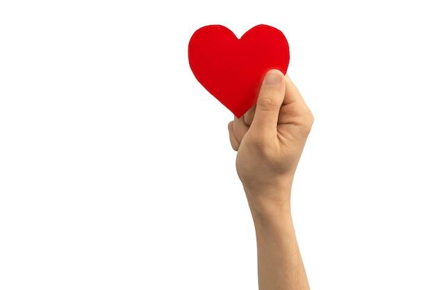 Koncepcja światowego dnia zdrowia psychicznego. ręka trzyma czerwone serce na białym tle na białym tle. skopiuj zdjęcie miejsca