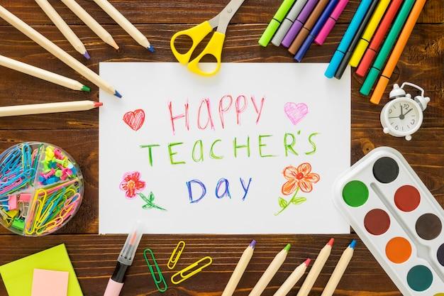Koncepcja szczęśliwego dnia nauczyciela płaskich świeckich akcesoriów
