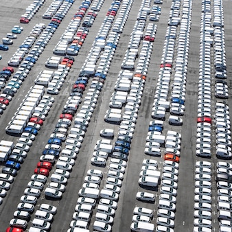 Koncepcja transportu z zaparkowanymi pojazdami