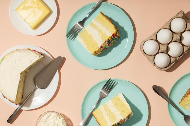 Koncepcja urodzinowa z ciastami