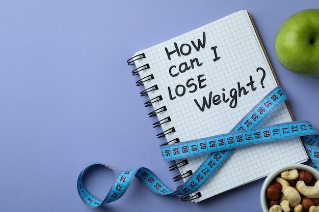 Koncepcja utraty wagi na białym tle