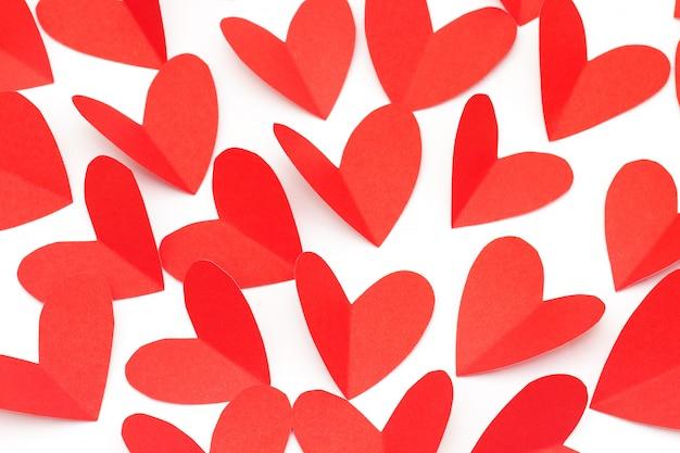 Koncepcja walentynki, czerwony papier w kształcie serca jak