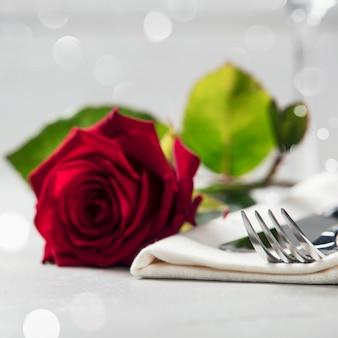 Koncepcja walentynki lub romantyczną kolację, z bliska