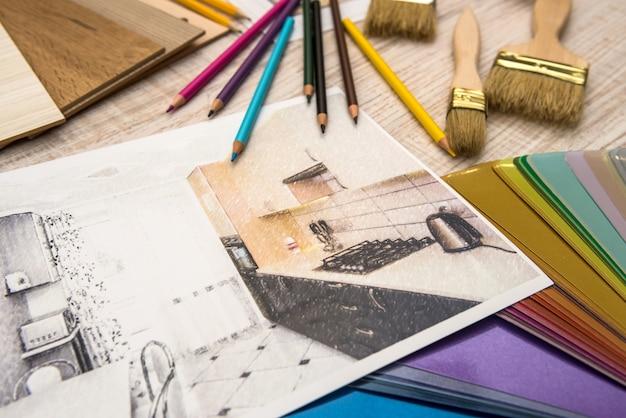 Koncepcja wnętrza szkicu mieszkania z paletą kolorów i narzędziami