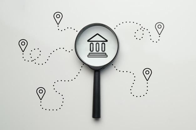 Koncepcja wyszukiwania najbliższego banku ze ścieżką do naśladowania.