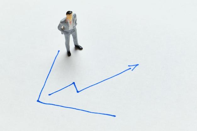 Koncepcja wzrostu gospodarczego i zysku ze strzałką w górę.