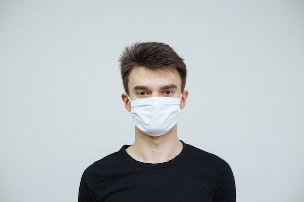 Koncepcja zakażenia koronawirusem. covid-19 choroba układu oddechowego. noszenie filtra w celu ochrony przed wirusem koronowym.