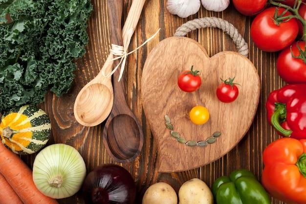 Koncepcja zdrowego gotowania. świeże surowe warzywa