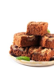Koncepcja zdrowej żywności domowe ekologiczne krówki słonecznika nasiona masła brownies na białym tle