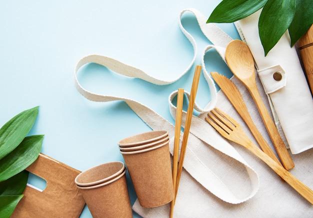 Koncepcja zero odpadów, zastawa stołowa z recyklingu