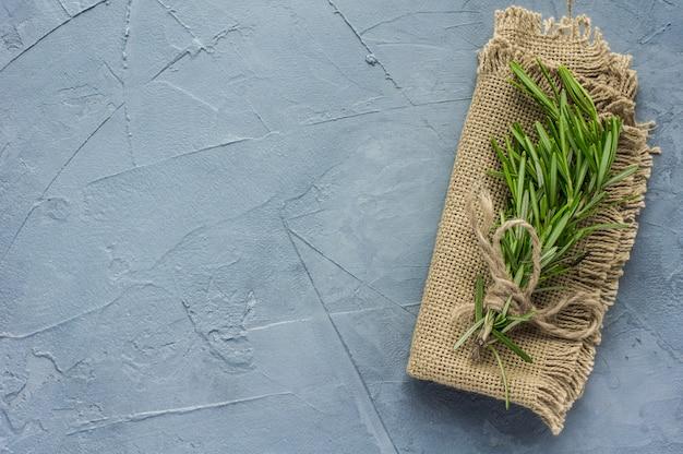 Koncepcja żywności ekologicznej z rozmarynem