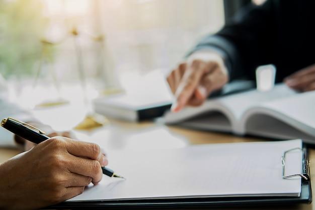 Koncepcje prawa i usługi prawne