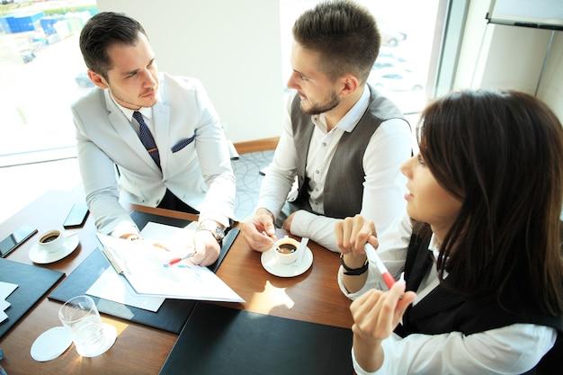 Konferencja współpracy ludzi biznesu pracy zespołowej - koncepcja biznesowa