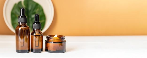 Konopie Indyjskie Serum Do Twarzy Lub Koncepcja Zakraplacza Oleju Premium Zdjęcia
