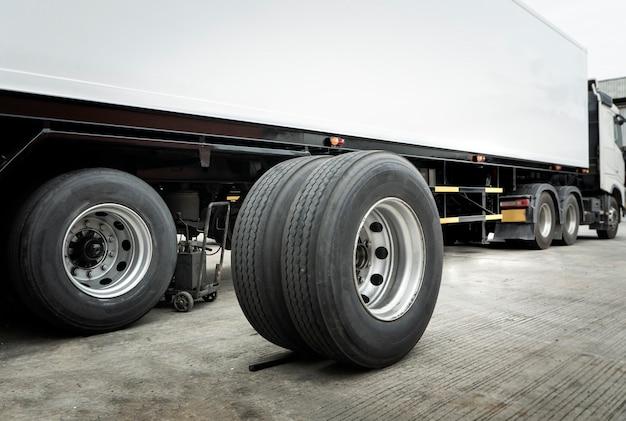 Konserwacja i naprawa ciężarówek z przyczepą