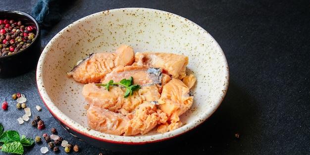Konserwy rybne z łososia owoce morza gotowe do spożycia pescetarian