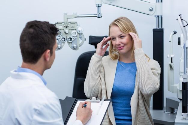Konsultacja okulistyczna pacjentki