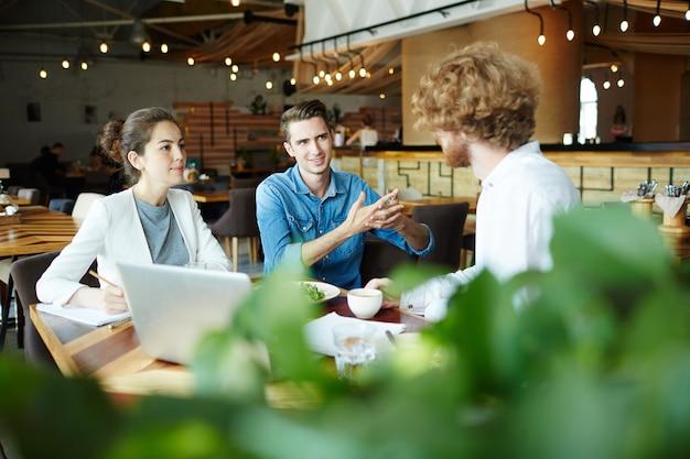 Konsultacje w kawiarni