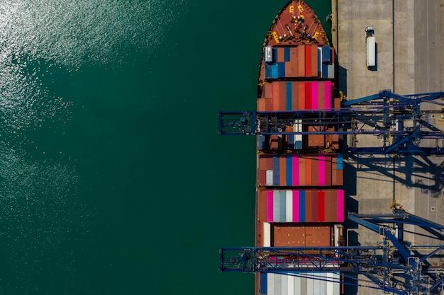 Kontener ładuje i rozładowywa na portu morskiego widok z lotu ptaka tajlandia