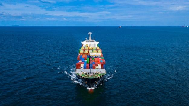 Kontenerowiec przewożący kontener do importu i eksportu ładunków biznesowych.