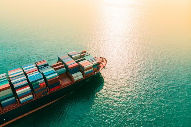 Kontenerowy statek towarowy