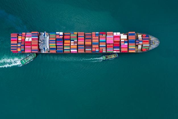 Kontenery ładunków biznesowych i wysyłkowych przez specjalne duże statki żeglugowe