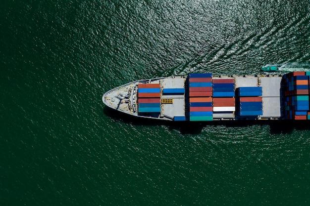 Kontenery wysyłają import i eksport międzynarodowych usług biznesowych