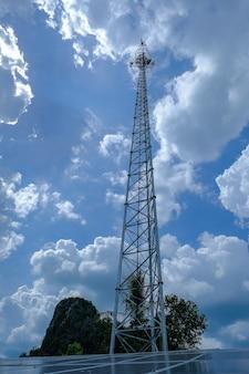 Kontrakt mobilne wieże chmura nieba