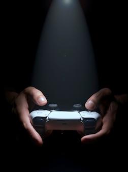 Kontroler gier nowej generacji z oświetleniem punktowym.
