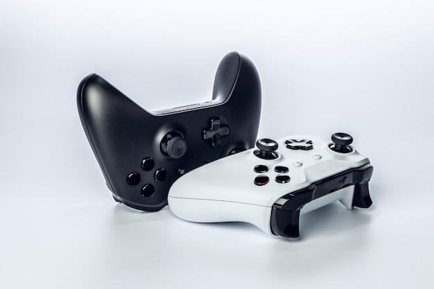 Kontroler gier wideo na białym tle