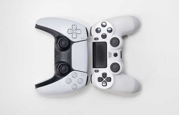 Kontrolery nowej i starej generacji gier