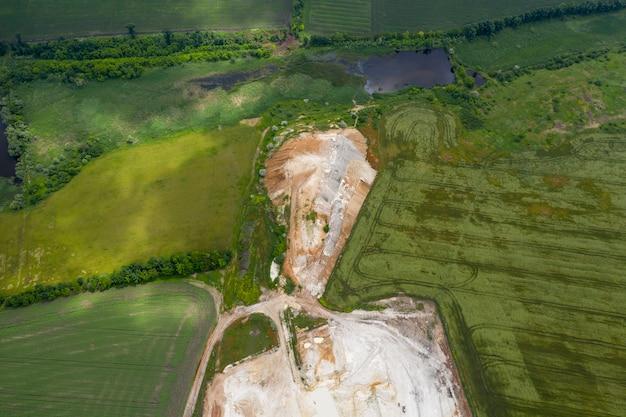Kopalnia kredy odkrywkowej widok z góry materiał drona